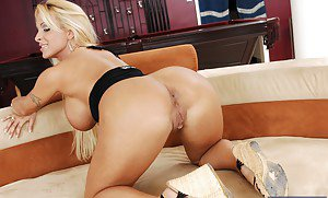 Nude black girl oiled porn