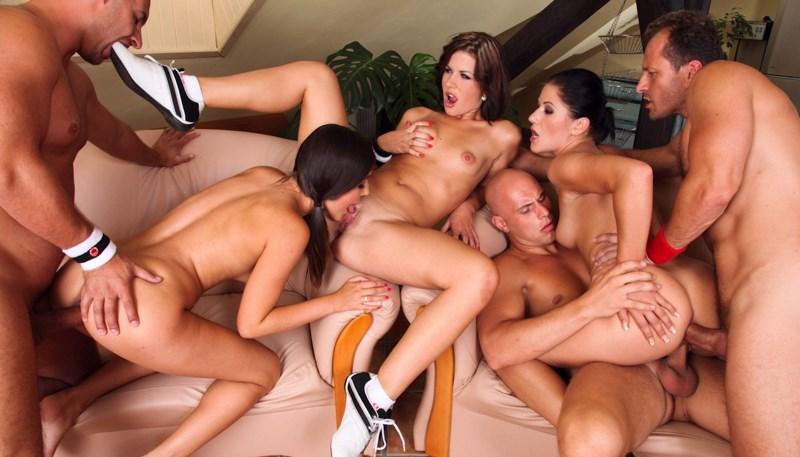 Multiple women onlt orgy