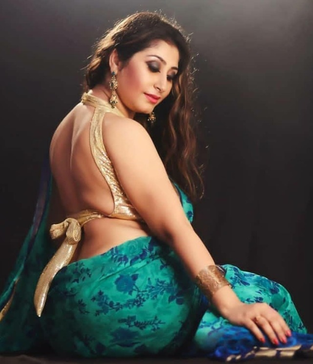 All sexy bhabi saree photo
