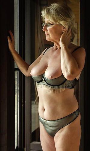 Amateur mature women in panties