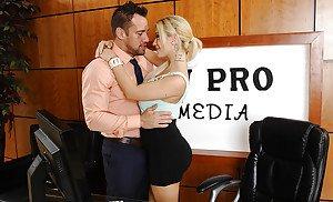 Ladies pregnant blonde bugil